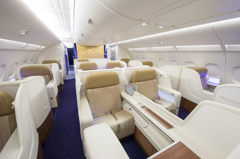 Thai airways a380 first business class seat check for Avion airbus a380 interieur