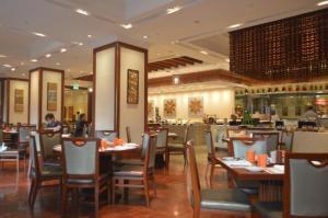 traders-hotel-yangon