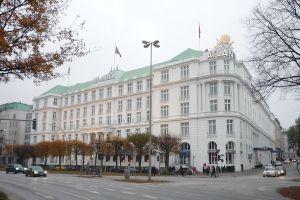 1024px-Hamburg_Hotel_Atlantic_10913zh