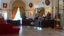 hotel-negresco-nice-lobby-reception-player